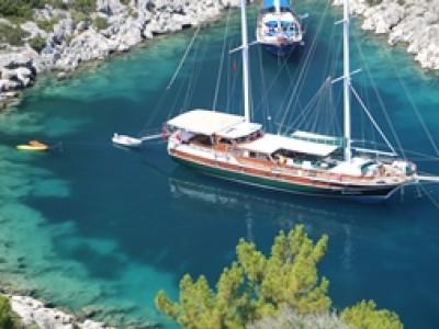 Crociera in barca con equipaggio